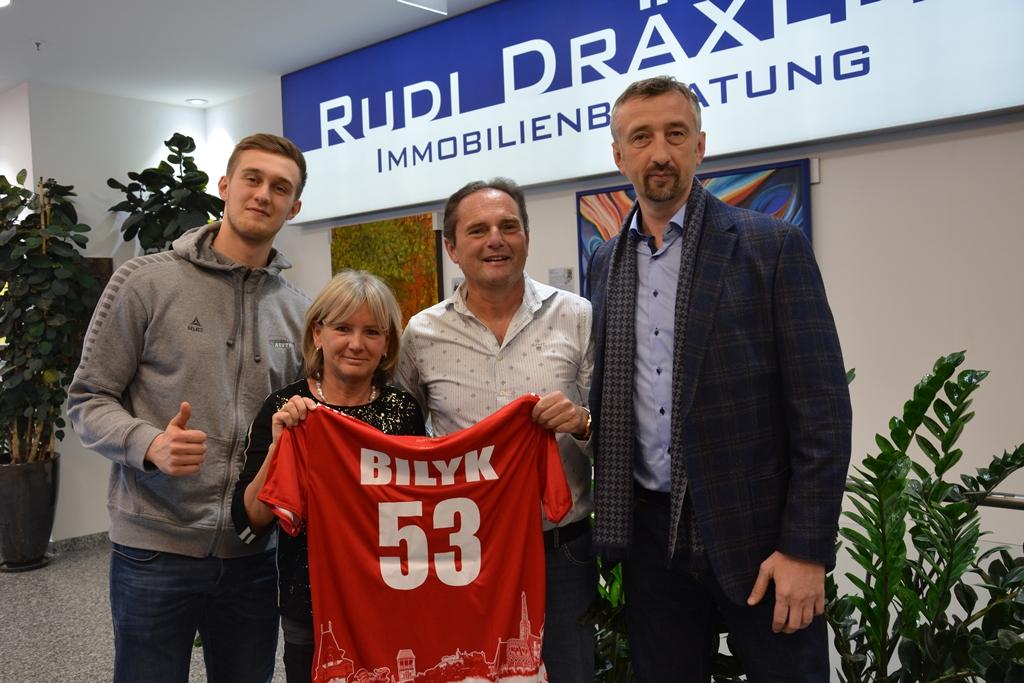 Handballstars Bilyk zu Besuch bei Firma Dräxler im Auhofcenter